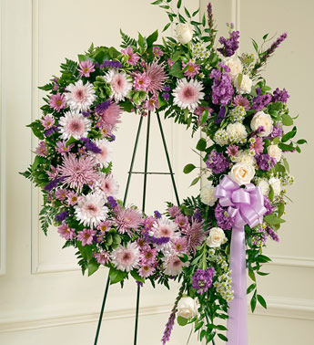 Lavender And White Standing Wreath - Click Image to Close