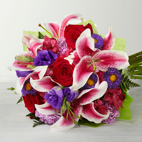 Stunning Beauty Hand Tied Bouquet - Click Image to Close