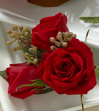 Red Spray Rose Boutonniere - Click Image to Close